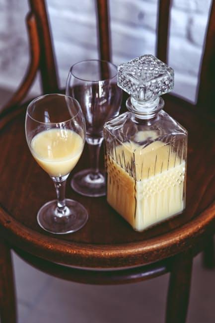 glass-wooden-chair-banana
