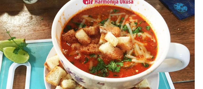Supa od paradajza i povrća sa sitnim sirom